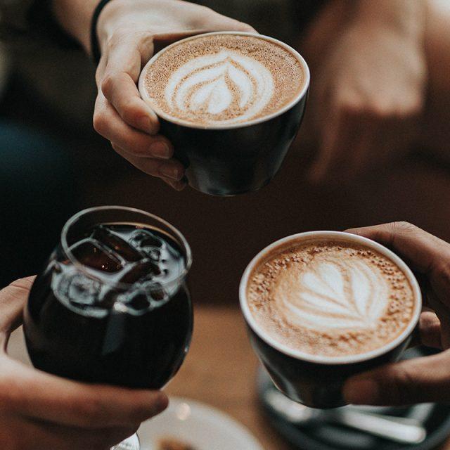 sociaal drinken kan ook met koffie en fris